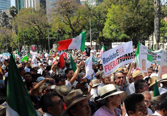 Miles de personas marcharon en México contra las políticas de Donald Trump