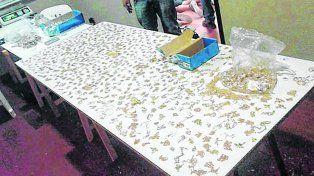 Botin. Parte de lo robado por Paulazzo y otros tres ladrones en una joyería de Mendoza al 1000 en 2015.