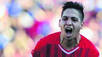 Apuntado. Benítez no tiene mucho lugar en la consideración de Ariel Holan, el DT de Independiente.