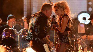 Lady Gaga brilló junto a Metallica a pesar de problemas de sonido en los Grammy