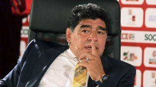 Maradona disparó munición gruesa contra el Patón Bauza