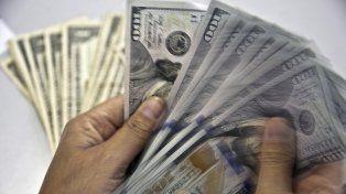 El dólar cerró a $ 15,76 y llegó al valor mínimo en lo que va del año