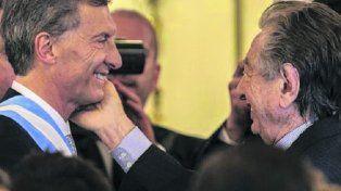 En familia. Mauricio Macri habría beneficiado a su padre