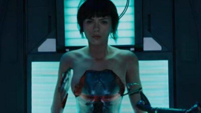 Scarlett Johansson aparece desnuda en el trailer de una oscura película japonesa