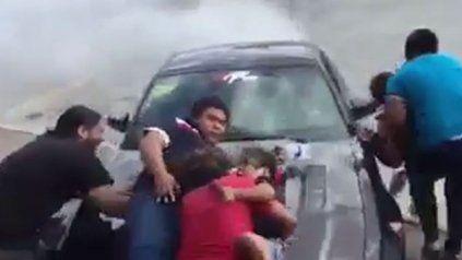 Piloto perdió el control y arrolló al público en un evento de autos deportivos