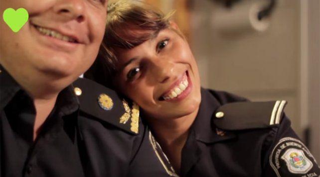 El original video de una mujer policía para celebrar el Día de los Enamorados