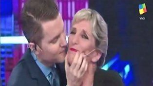 Santiago Del Moro respondió a una escena de celos y besó en la boca a una de sus panelistas