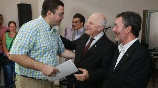 Lifschitz junto al intendente de Casilda, Juan Sarasola, en la entrega de fondos del Aporte del Tesoro Nacional (ATN) hoy en Pérez.