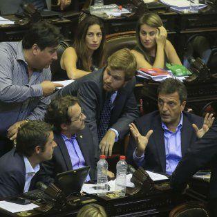 Sergio Massa, Nicolás Massot, Marco Lavagna, entre otros, en el Congreso.