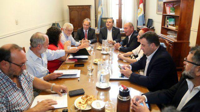 Primer encuentro. El gobierno provincial se reunió el martes con dirigentes estatales de ATE y Upcn.