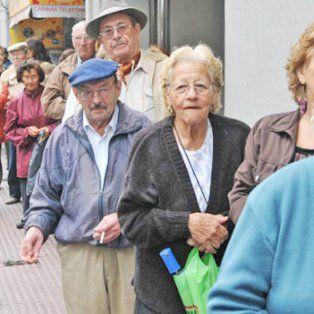 Esperando el aumento. Desde 1º de marzo los jubilados tendrán una mejora en sus haberes de algo más del 12 por ciento.