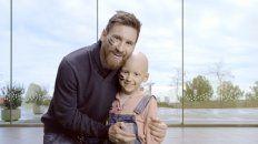 Solidario. Messi en una imagen de la campaña. El y los chicos se pintan la cara contra el cáncer infantil.