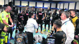 Arenga. Maradona le habló al plantel napolitano antes del cotejo contra el Real.