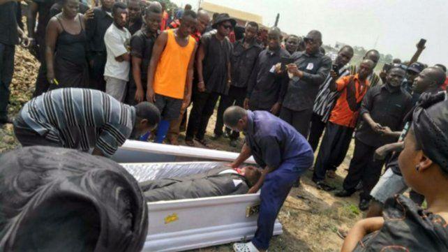 Les confiscaron el cadáver e impidieron el entierro porque tenían una deuda con la morgue