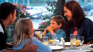 Un restaurante aplica un descuento a los padres con hijos educados
