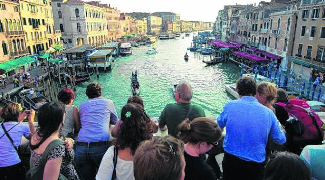Piden un máximo en el ingreso de turistas
