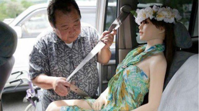 Dejó a su esposa e hijos porque se enamoró de la muñeca sexual que había comprado