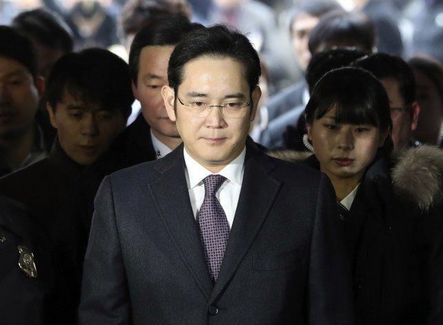 Detienen en Corea del Sur al jefe de Samsung