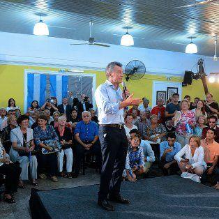 Explicaciones. En un centro de jubilados, Macri buscó calmar ánimos.