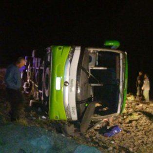 al menos 19 muertos al volcar un micro en mendoza cuando viajaba hacia chile