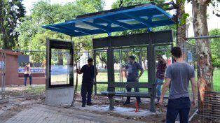 Nuevas paradas. Las primeras se colocaron en la plaza Sarmiento. Tienen información estática y pantallas dinámicas