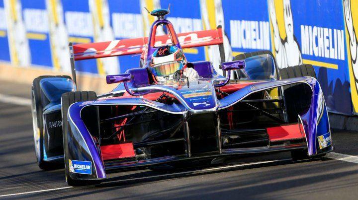De remontada. Pechito chocó en la clasificación y tuvo que iniciar la carrera en el fondo de las posiciones.