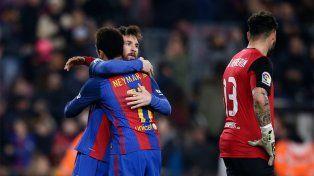 Messi convirtió el segundo gol de penal y sobre el final del partido disputado en el Camp Nou.