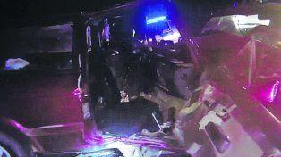 Fuerte impacto. El VW Gol quedó destrozado y su conductor falleció.