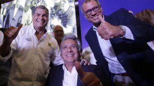 apurados. Temprano, Correa y el oficialista Lenin Moreno (ctro.) festejaron una falaz victoria en primera vuelta.