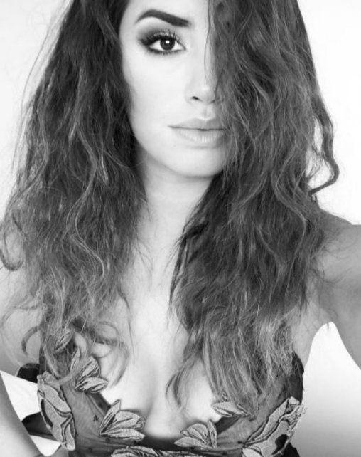 Súper escote y vestido sexy de Lali Espósito en la previa de Viña del Mar