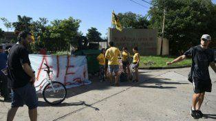La protesta se realiza en las puertas del Conicet Rosario.