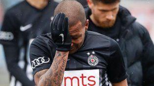 El llanto de Everton Luiz, que dejó la cancha llorando tras los insultos racistas.
