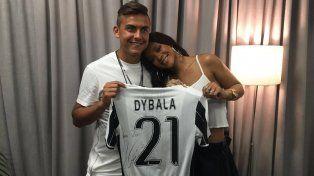 Dybala le decidó un especial mensaje a la cantante, que cumple 29 años.