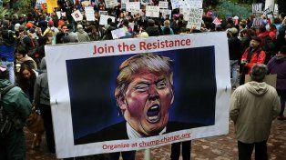 En la marcha en Los Angeles se pedía unirse a la resistencia contra el nuevo presidente.