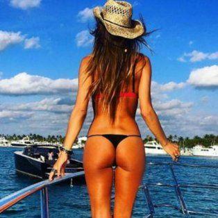 La modelo lució su lomazo en la costa de Estados Unidos.
