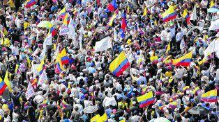 Sospecha. Opositores a Correa se concentran en los locales donde se cuentan los votos porque temen fraude.