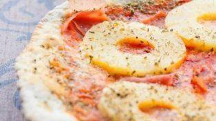 La polémica sobre si la pizza debe llevar ananá se convirtió en cuestión de Estado