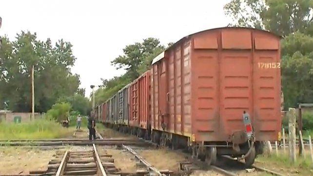 Un tren descarriló, se arrastró dos cuadras y embistió dos casillas ubicadas junto a las vías