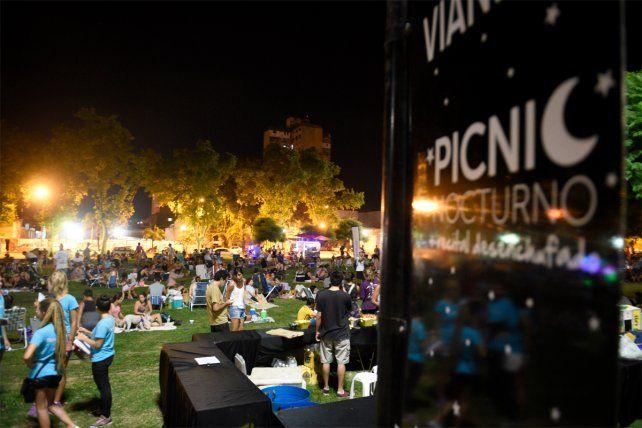 Cientos de rosarinos se prendieron al segundo picnic nocturno del año