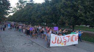 Pedido de Justicia. Los vecinos protagonizaron una extensa marcha por las calles de Murphy y luego recalaron ante la comisaría de la localidad.