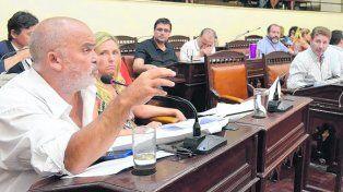 molesto. El concejal Comi refutó las denuncias del edil Giuliano.