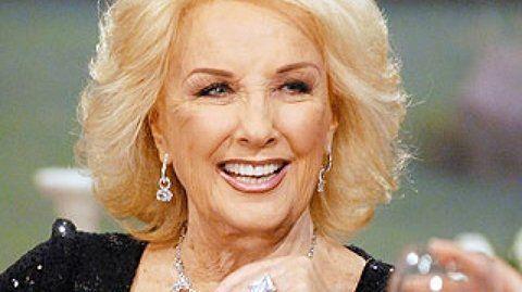 El glamour no la abandona. Su enorme carisma la mantiene en el candelero desde hace décadas.