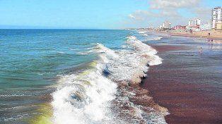Un turista sufrió seria lesión en la columna por el golpe de una ola