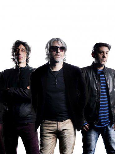Manuel Moretti (centro) es el líder de la banda que será una de las figuras del Personal Fest de esta noche.