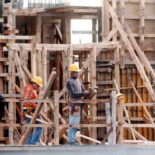 Para abajo. En 2016 el empleo en la construcción fue el más afectado.