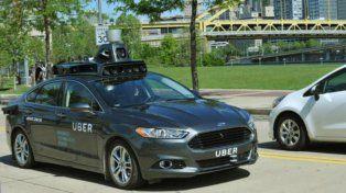 Pruebas. Un auto de Uber con el sistema de guiado autónomo.