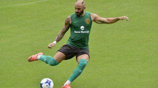 Al pie. Javier Pinola continúa con la puesta a punto futbolística. Ayer sumó más minutos en cancha.