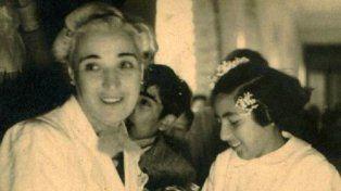 La Señorita Olga y la nena con flores