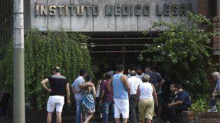 Familiares reconocieron los cuerpos en el Instituto Médico Legal.