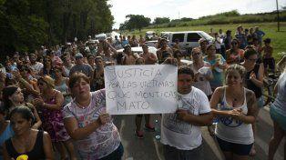 Los vecinos de Zavalla cortaron el tránsito sobre la ruta 33 para protestar contra la empresa Monticas.